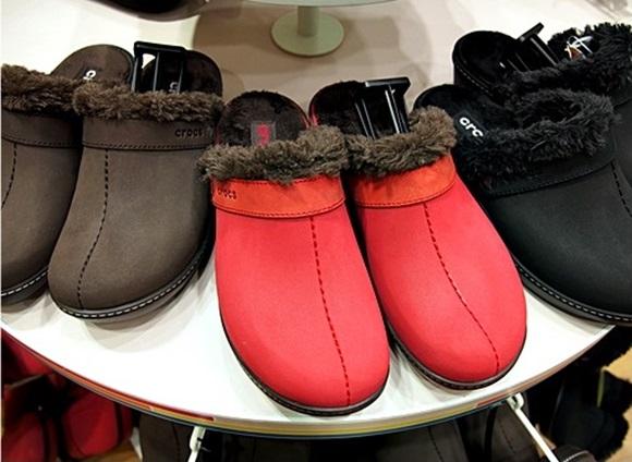 crocs-cobbler-buffed-lined-clog (1)