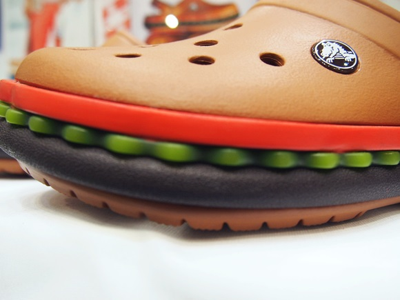 crocband-hamburger-clog (4)
