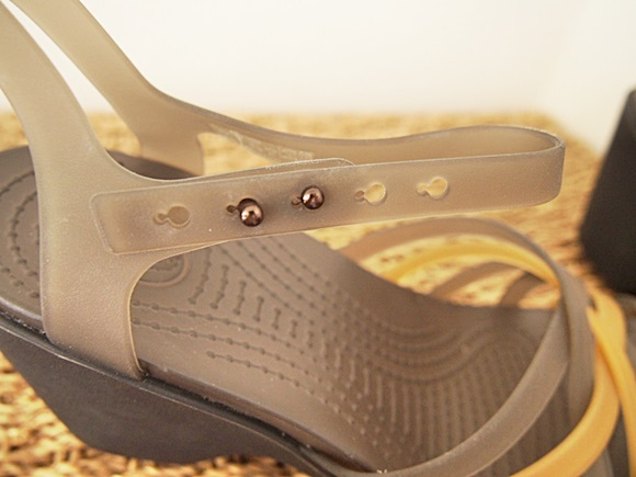 crocs-huarache-sandal-wedge-w-2 (1)